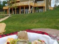 a gourmet picnic at Riverwood Inn